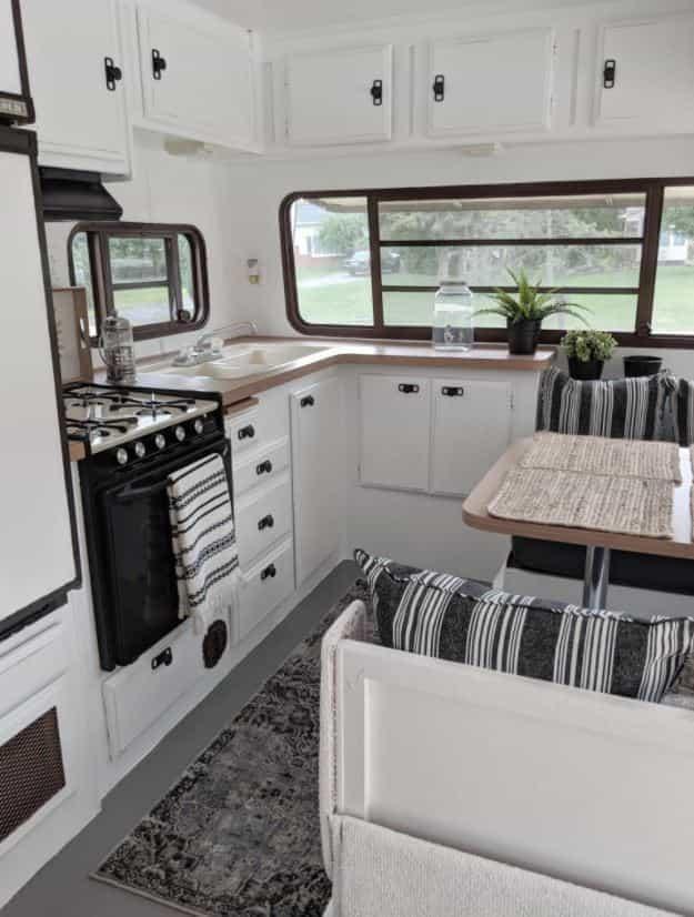elegant minimalist interior look